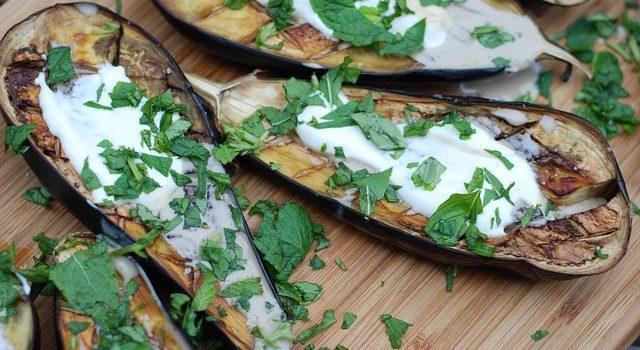 La tahina: che alimento è? Come si usa in cucina?