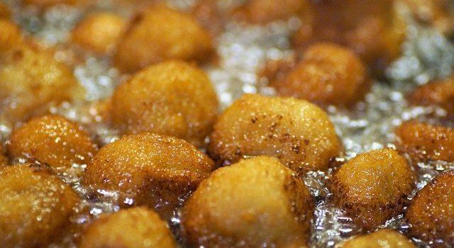 Perchè è importante stare attenti al cibo bollente mentre si mangia?