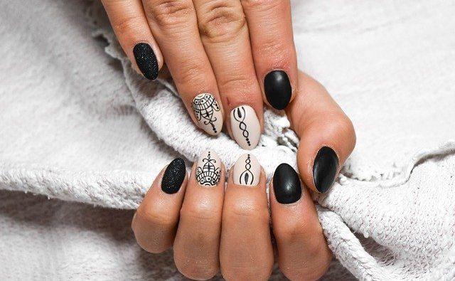 Ricostruzione unghie rotonde: tecniche e costi