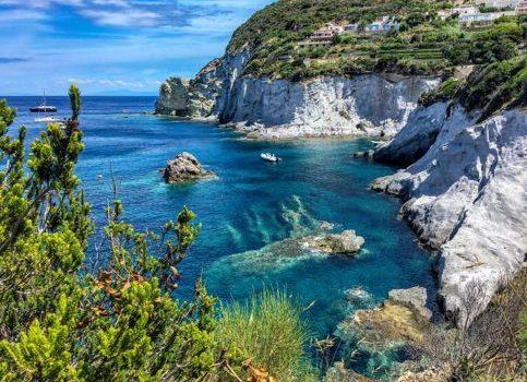 Isola nel Lario: che cosa c'è da vedere a Comacina? Come raggiungerla?